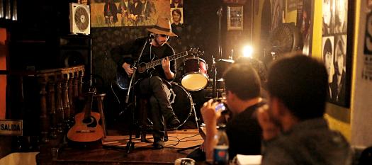 Recital poético en Delfus Bar